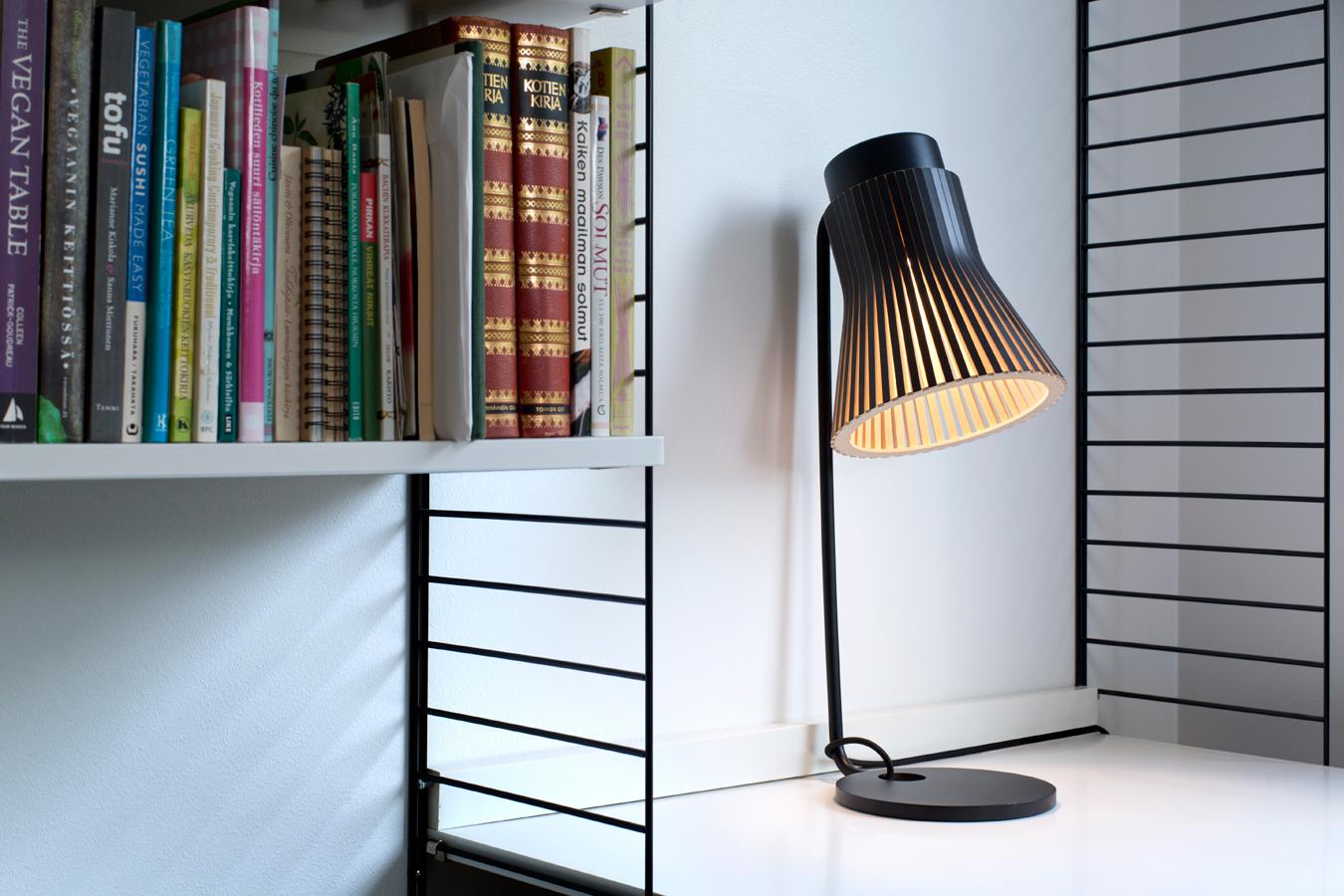 Bordslampan Petite 4650 i hemmiljö