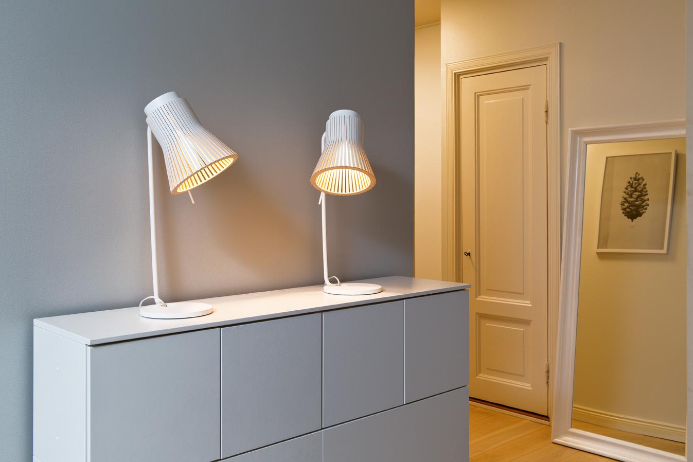 Petite 4620 bordslampa i hemmet