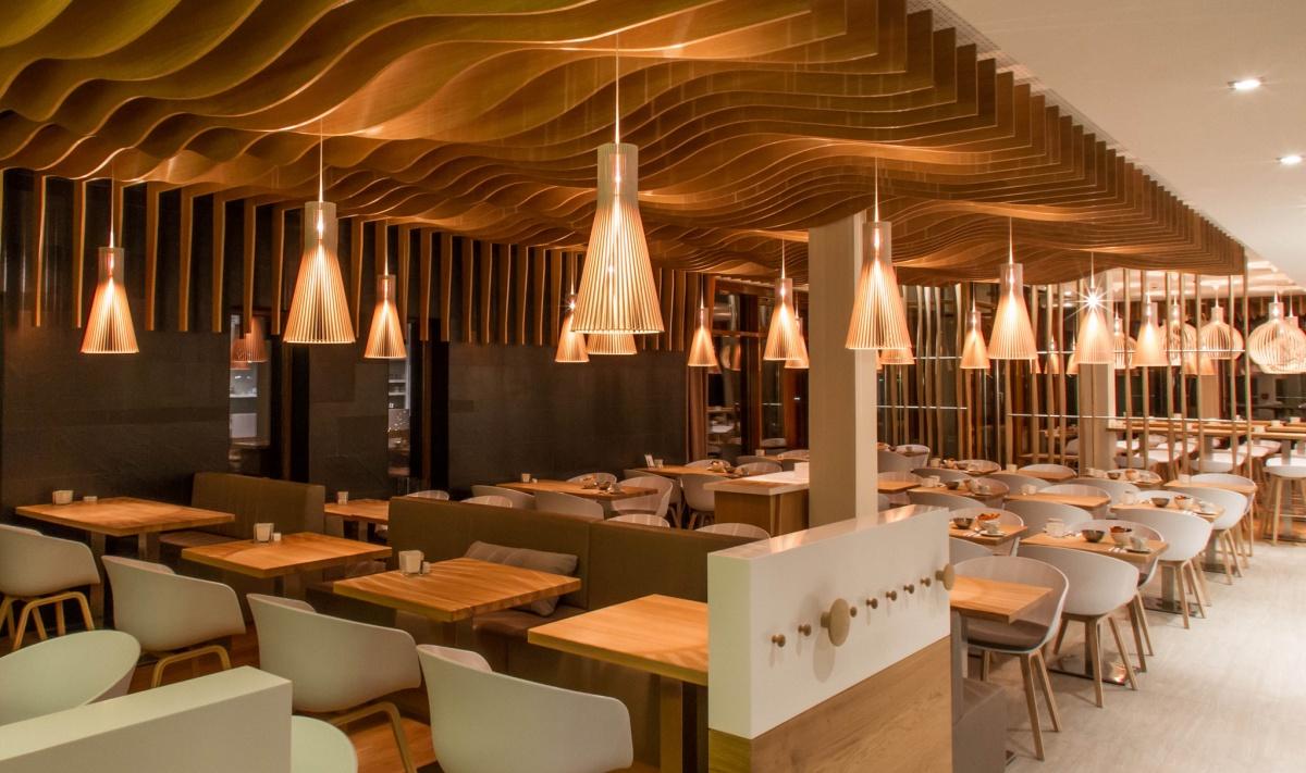 Taklampa Secto 4200 i Restaurang miljö