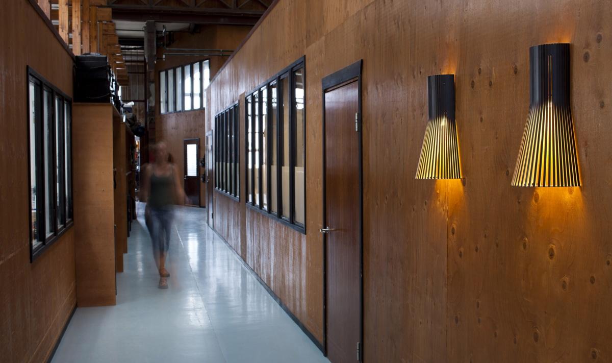 Secto 4231 vägglampa i korridoren